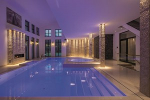 INDOOR POOL in GOLD von SSF